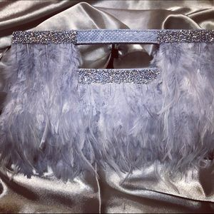 Feathered Sass-clutch